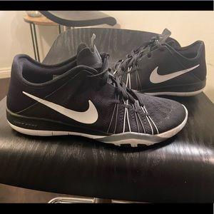 Black/white Women's Nike Free TR 6 Trainers Shoes